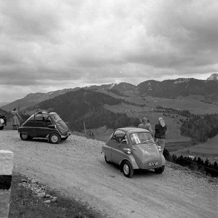 Zwei Isetta im Allgäu - Foto auf Leinwand