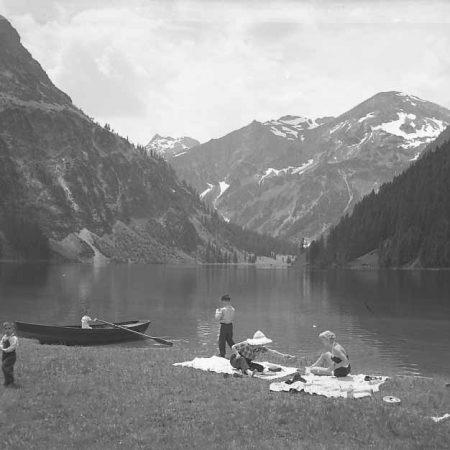 Picknick am Vilsalpsee - Foto auf Leinwand