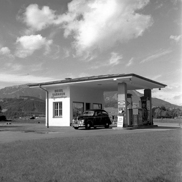 Tankstelle in Sonthofen - Foto auf Leinwand