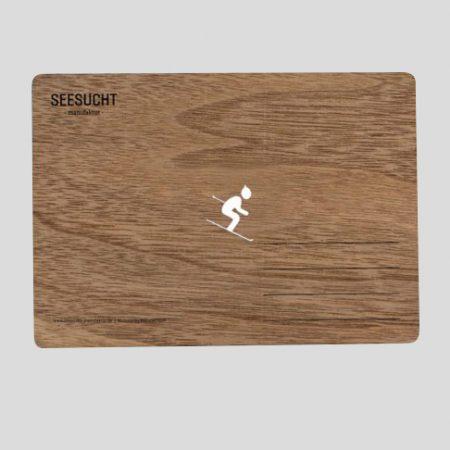 Holzpostkarte mit Skifahrer