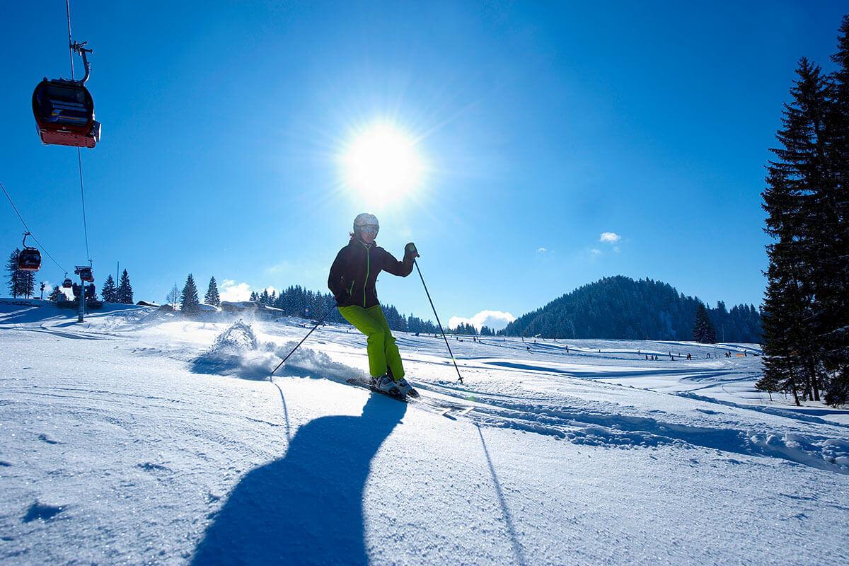 Die vier verschiedenen Skigebiete rund um Oberstaufen bieten für jeden Anspruch das Richtige. © OTM/ studio22/ Hagen